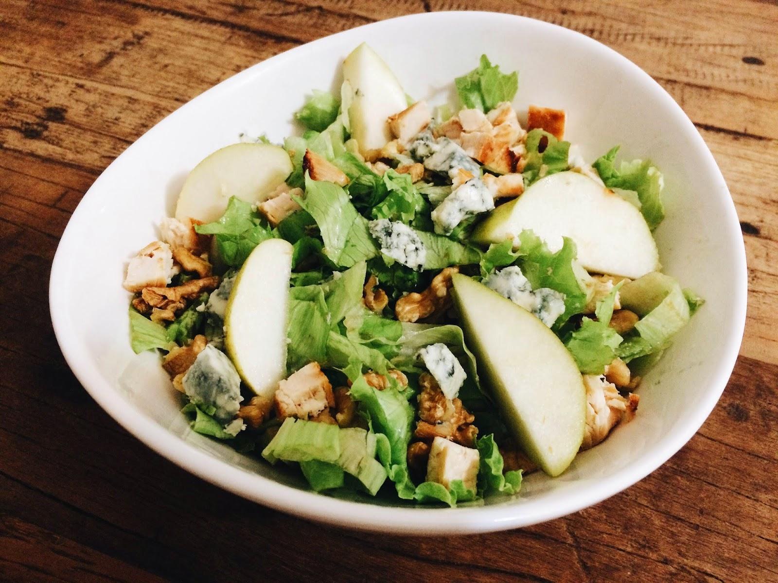 Salada de cogumelos com pera e gorgonzola