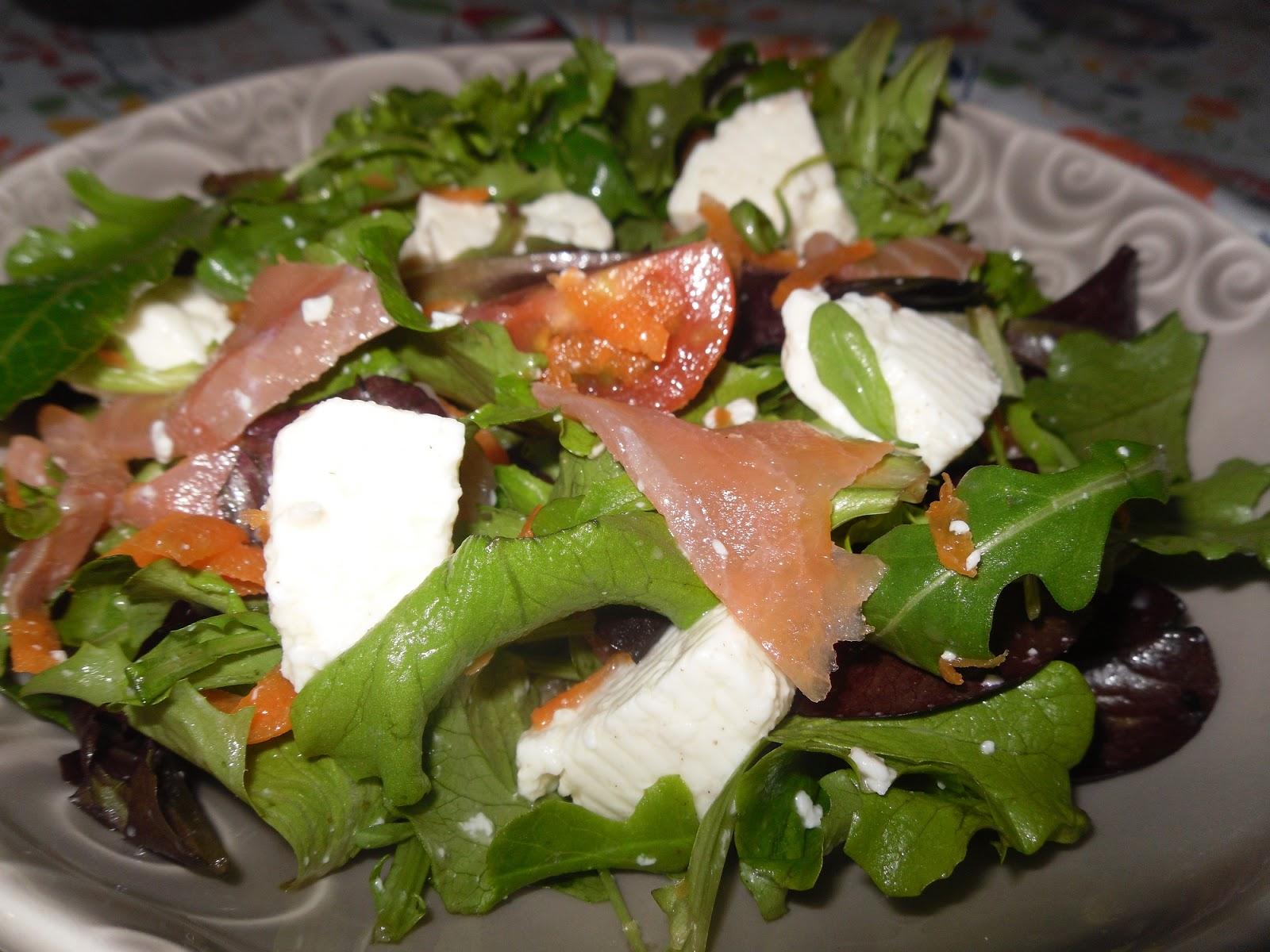 Salada Rúcula, Salmão Fumado e Abacate