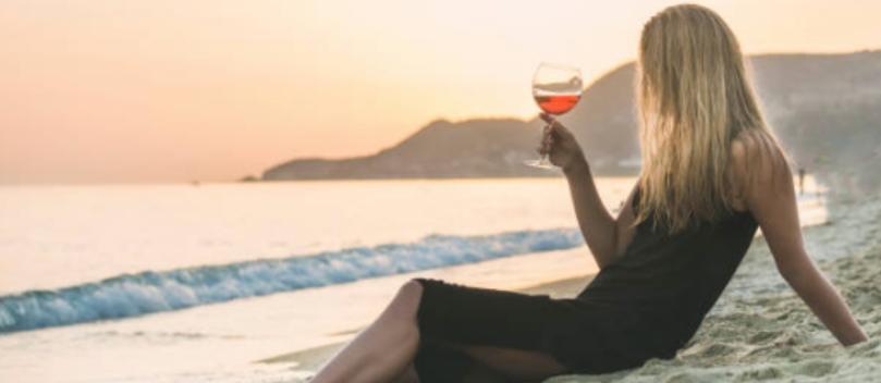 Vinho e espumante para a praia: quais e como levar?