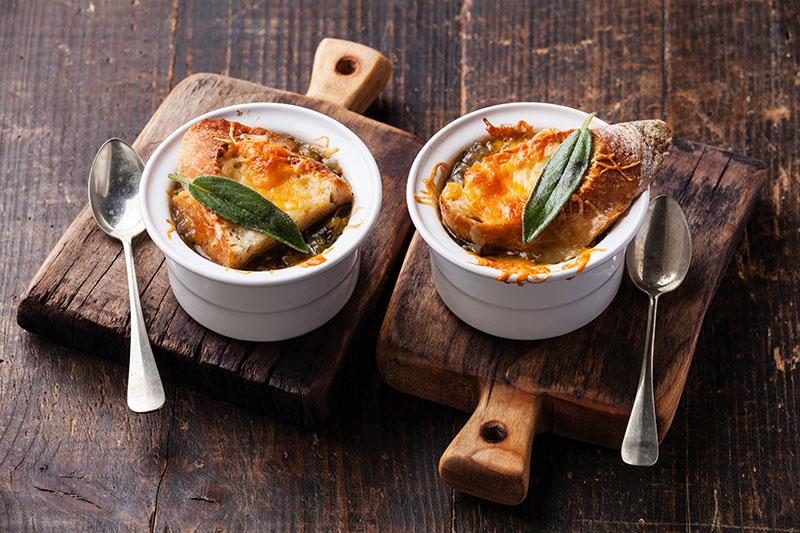 Sopa de Cebola com Queijo e Vinho
